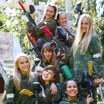 Group of girls paintball